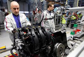 چطور موتورهای دیزل جای خود را به موتورهای برقی می دهند؟
