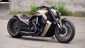 موتورسیکلت هارلی دیویدسون V-Rod با چرخهای سیمی