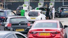 تعطیلی دوسوم پمپ بنزینها در بریتانیا