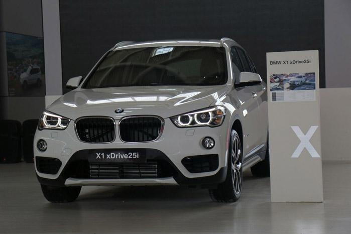 BMW X1 ( قیمت : 362 میلیون تومان )