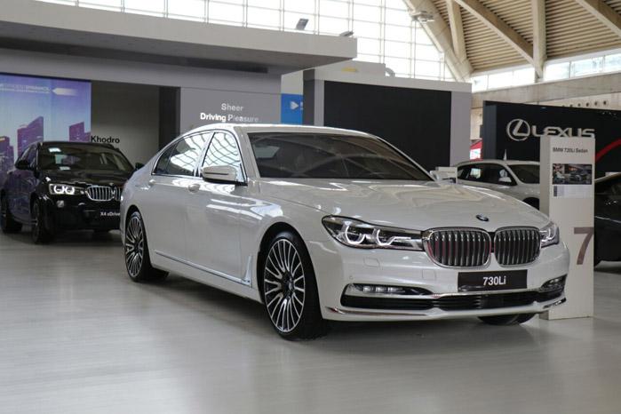 BMW سری ۷ ( قیمت : ۷۰۹ میلیون تومان )