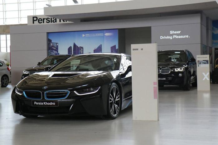 BMW i8 ( قیمت : 910 میلیون تومان )
