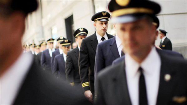 خلبانها چقدر حقوق میگیرند؟