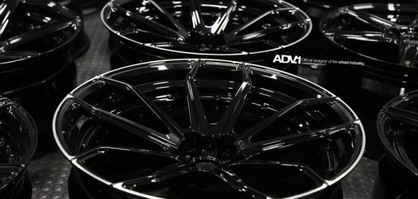 ford-mustang-aftermarket-wheels-adv1-fisker-rocket-gloss-black-standard-silver-forged-7_w940_h450_cw940_ch450_thumb